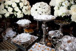 Mesa de doces da Simone Nejm, Flores Orquídea Selvagem, Produção Anna Brito, Fotos Iko Foto e Vídeo